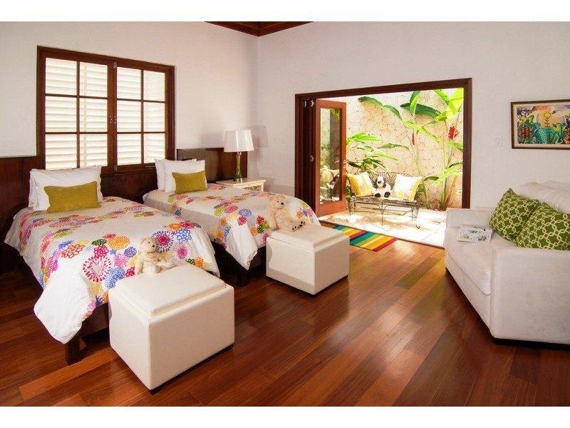 Montego sofa elegant montego square coffee table vintage for Sofa exterior aki