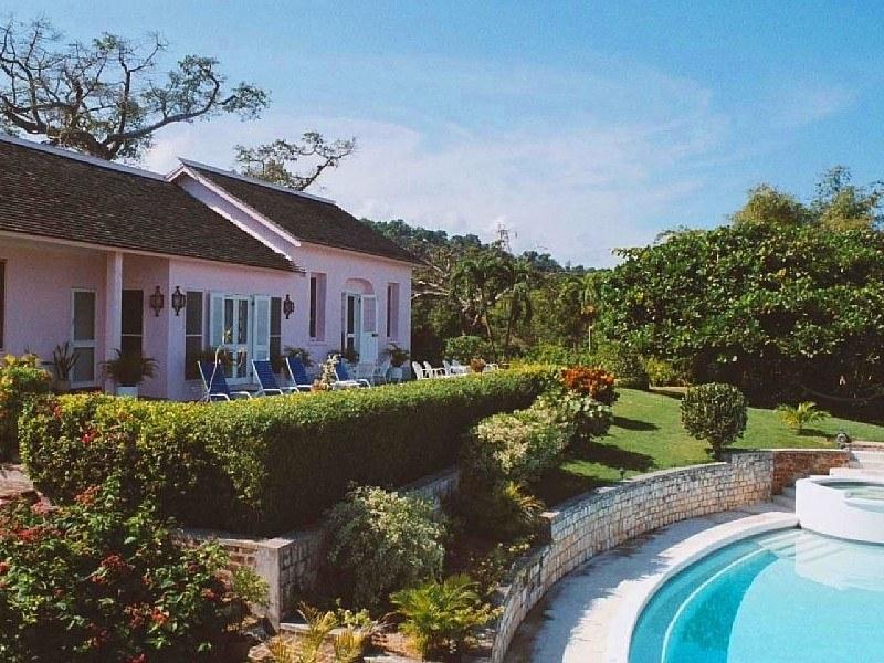 Datura Villa In Montego Bay