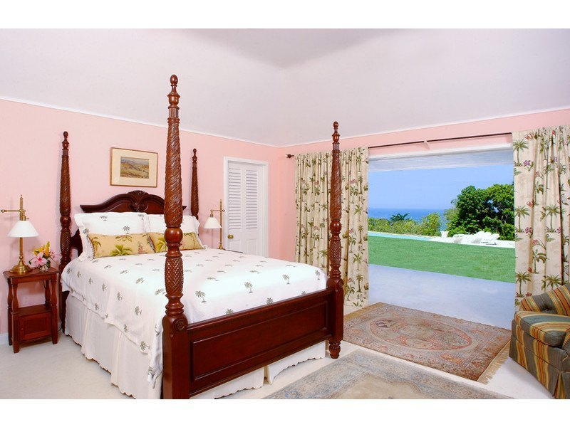 Peach room with queen bed