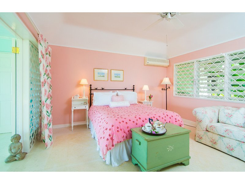Pink Room - double bed