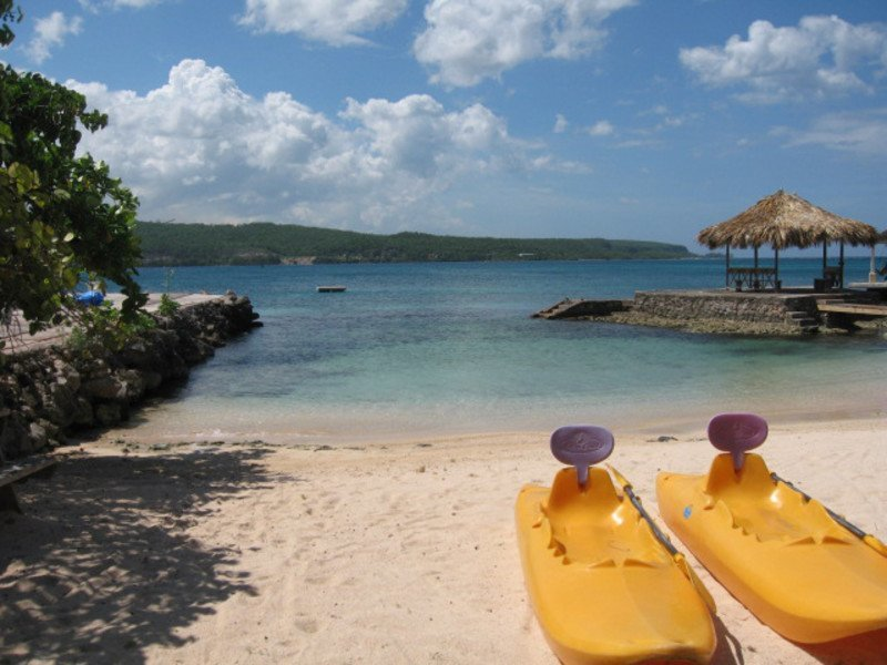... have fun kayaking, swimming and snorkeling right off your beach!
