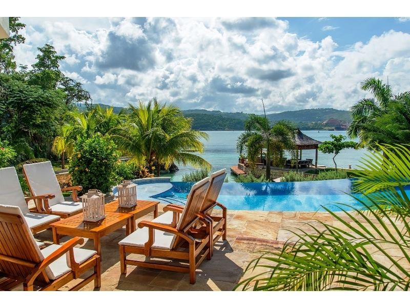 Infinity pool pool deck  - furnished sitting area and lounge chairs