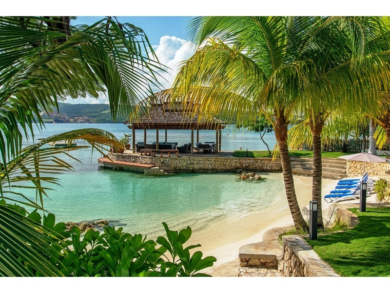 Fabulous tropical setting ~