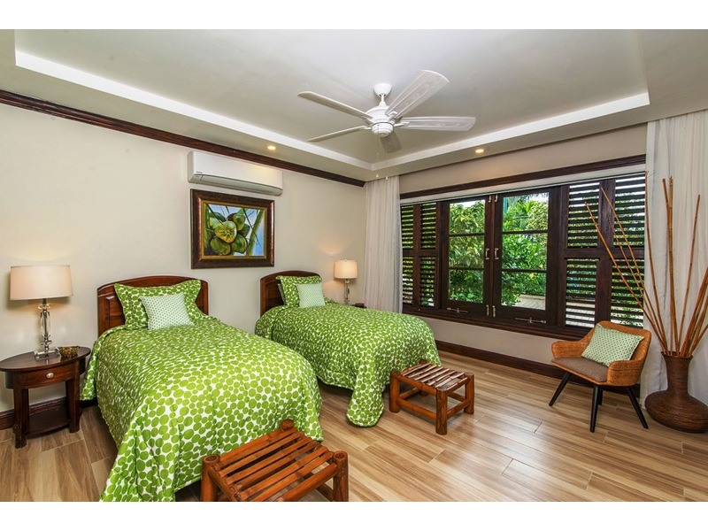 Coconut Bedroom in Annex / can convert to a king bedroom